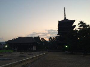 2016年11月朝の興福寺