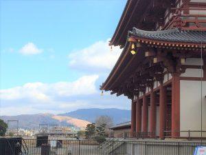 朱雀門と若草山