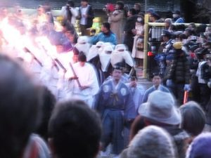 2017年山焼き聖火行列の到着